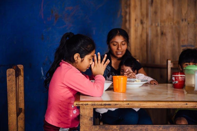 praying-with-kids
